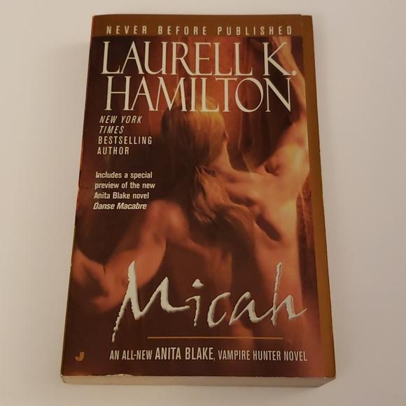 📚 5 for $20 Laurell K. Hamilton, Micah